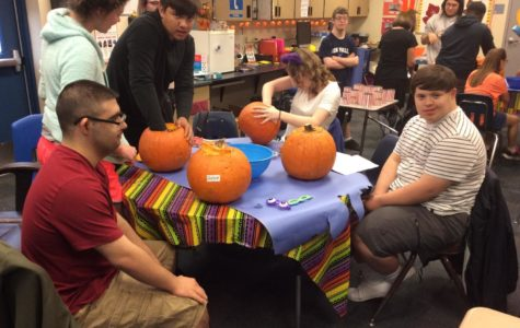 Best Buddies carved pumpkins this Halloween!